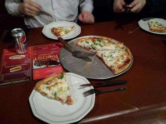 Inuvik, Kanada: The Roost Special Pizza... yum, yum.