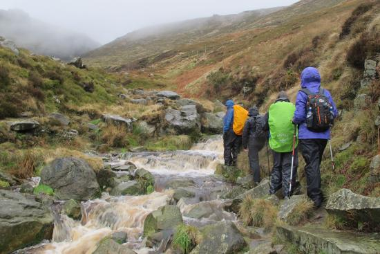 Hathersage, UK: Criss Crossing up the trail