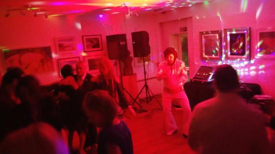 Muddiford, UK: Elvis was in the building!
