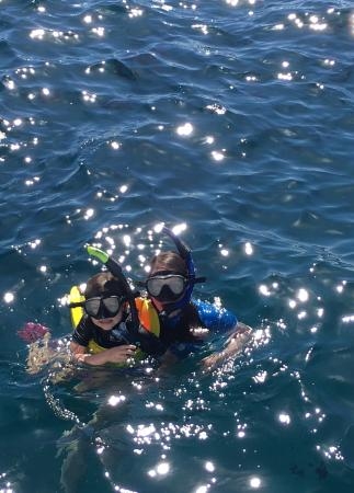 Eleele, ฮาวาย: Snorkeling during our sail