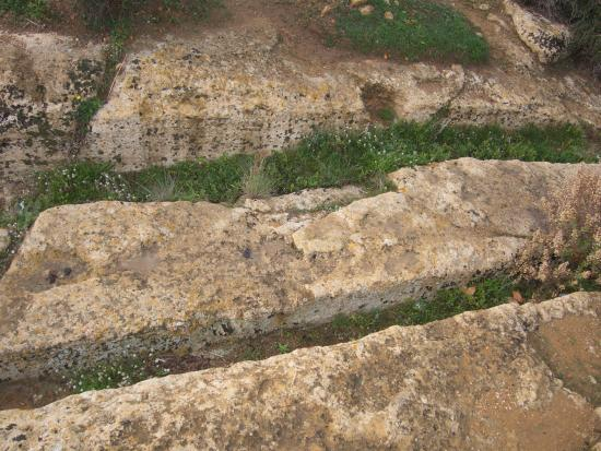 Valley of the Temples (Valle dei Templi): Valley of the Temples: cart ruts at one of former gates