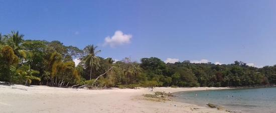 Manuel Antonio Nature Reserve & Wildlife Refuge: rewarding white sand beach at Cathedral rock