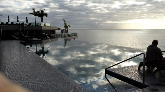 Calheta, Portugal: One of the pools at the top floor of the hotel. Wonderful view.