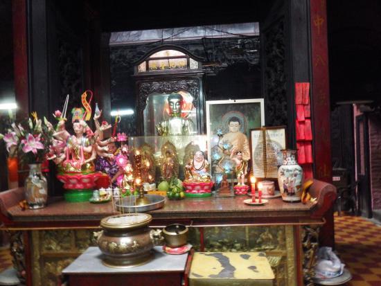 Emperor Jade Pagoda (Chua Ngoc Hoang or Phuoc Hai Tu): Inside Emperor Jade Pagoda