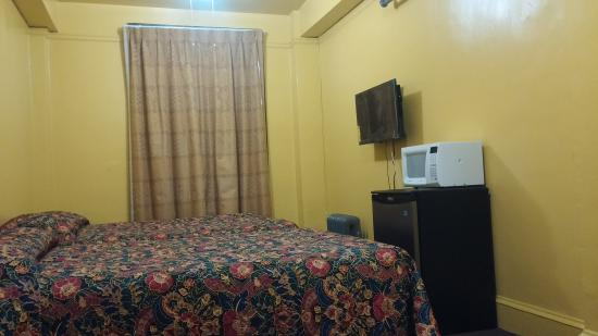Taylor Hotel: Room