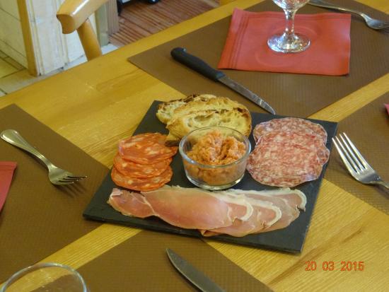 Varetz, France : L'assiette cochonne