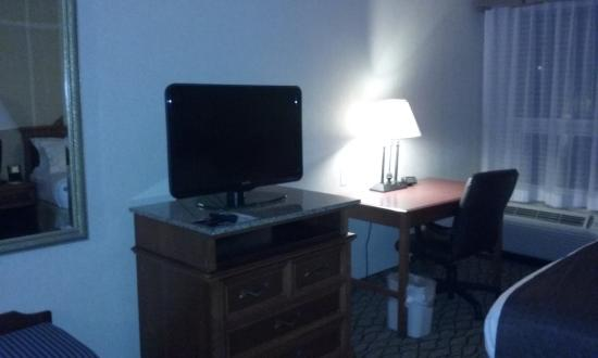 New Hartford, NY: tv, desk