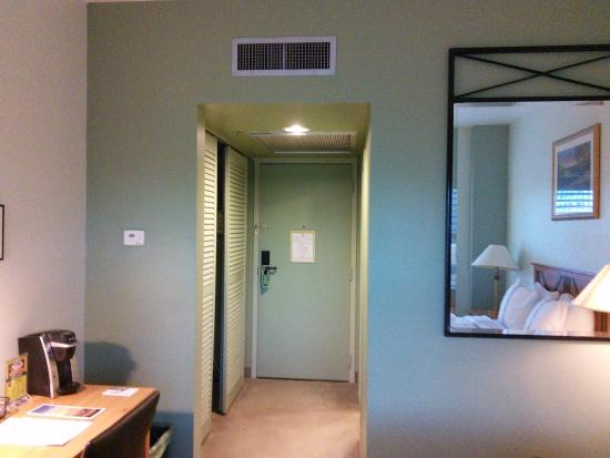 Crockett Hotel: Very small room but has everything you need