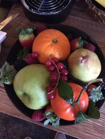 Four Seasons Hotel des Bergues Geneva: Photo of daily fruit