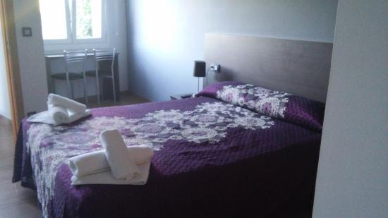 Palas de Rei, Spanyol: habitaciones con baño incluido calefacion agua caliente tv. conexion wifi gratuita terraza exter