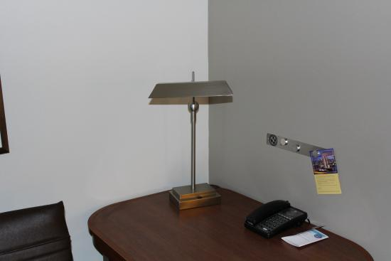 Englewood, CO: Light at desk not working