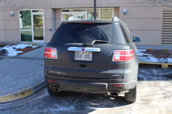 Englewood, CO: SUV parked in disabled space