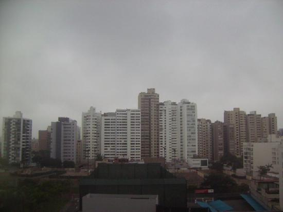 Swissotel Lima: Una vista desde la habitación, desde mi punto de vista muy bonita ya que es una zona con edifici