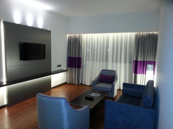 Flora Grand Hotel: Living room