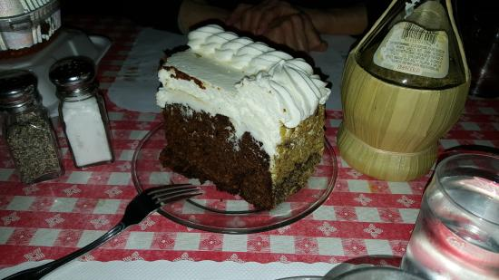 Occidental, CA: Best carrot cake in the world !!!!!!!!!!!
