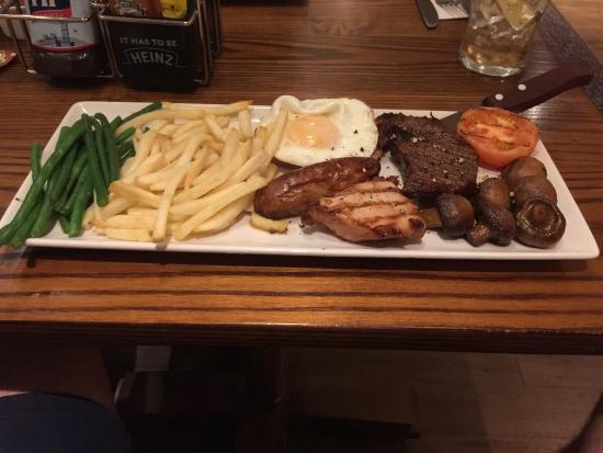 Premier Inn Loughborough Hotel: This was my mixed grill from the hotel restaurant