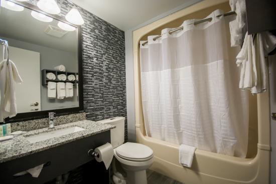 Leamington, Canada: Remodelled Bathroom