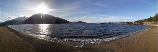 Onich, UK: Beach behind the hotel
