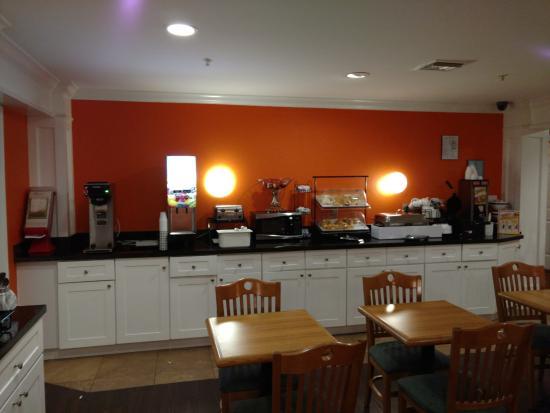Centerstone Inn: Breakfast area