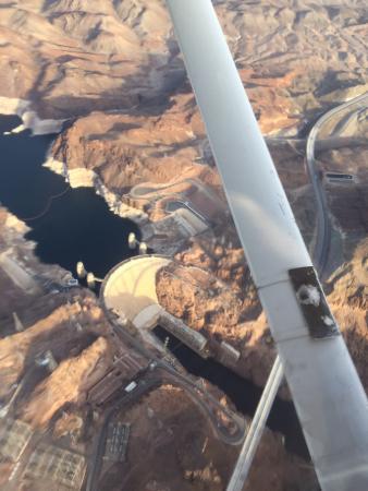 นอร์ทลาสเวกัส, เนวาด้า: Piloting over Hoover Dam with West Air Aviation