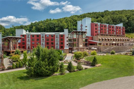 Bear Creek Mountain Resort: Resort Summer Exterior