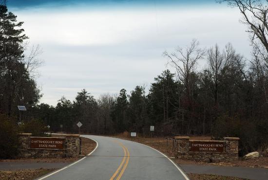 Newnan, Джорджия: Entrance Gate Closes at 10:00 pm