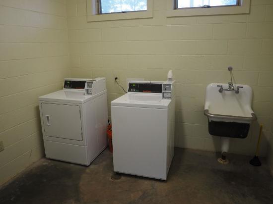 Newnan, GA: Campground Laundry