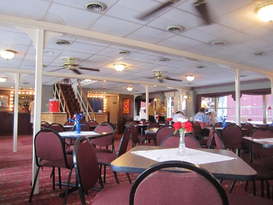 Mark Twain Riverboat Dinner Cruise : The inside-dining area