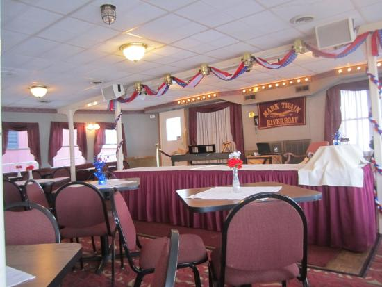 Mark Twain Riverboat Dinner Cruise : The inside-dining and entertainment area