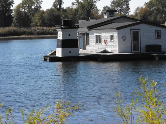 Presque Isle State Park: Bay Inlet Houseboat