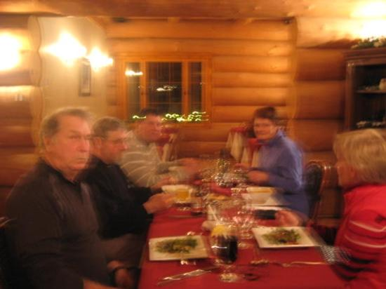 Mont Laurier, Canada: Lors de notre souper, excellente bouffe, accueil et service pour le petit monsieur serveur, extr
