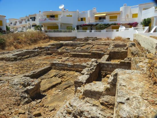 Luz, Portugal: Grundmauern einer römischen Villa, nicht begehbar