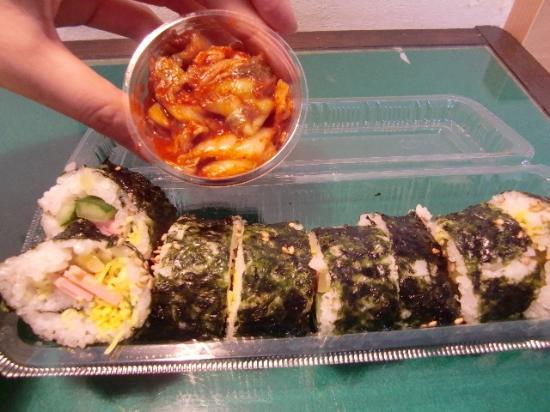 Suita, Japon : 付け合せのキムチ付キンパ