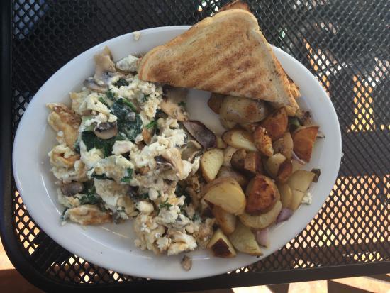 Murrieta, كاليفورنيا: Spinach, feta scrambler