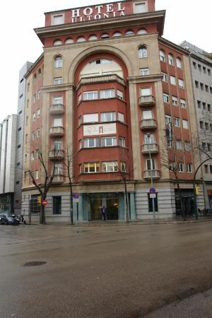 Hotel Gran Ultonia Girona: Great hotel ... superbly well located