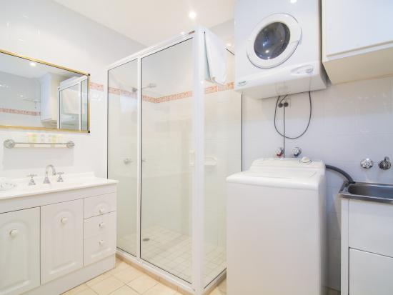 bathroom and laundry picture of garrick house port douglas rh tripadvisor com