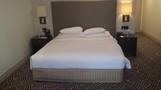 Hyatt Hotel Canberra: Room bed
