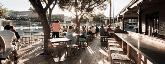 Cranbourne, Australië: Alfresco dining deck