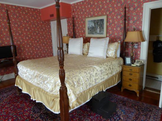 Brookline, MA: Room 8