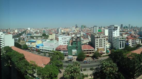 InterContinental Phnom Penh: Busy street was interesting to look at (and quiet)