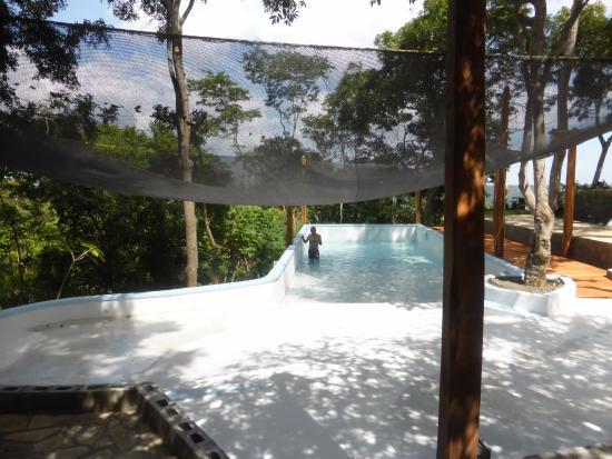 Masatepe, Nicaragua: Inaugurando nuestra piscina, en medio del bosque y con una hermosa vista a la laguna de Masaya y