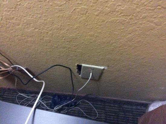 Quality Inn Orlando Airport: Light outlets