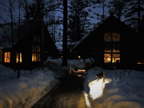 Sleeping Lady Mountain Resort : Cabin clusters in the woods, even cozy from the outside