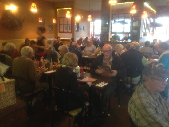 Courtenay, Canadá: Jo Klassen's Restaurant. Very, very popular. The masses know where to go.