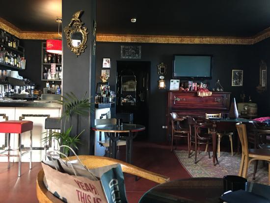 Grado, Hiszpania: bar