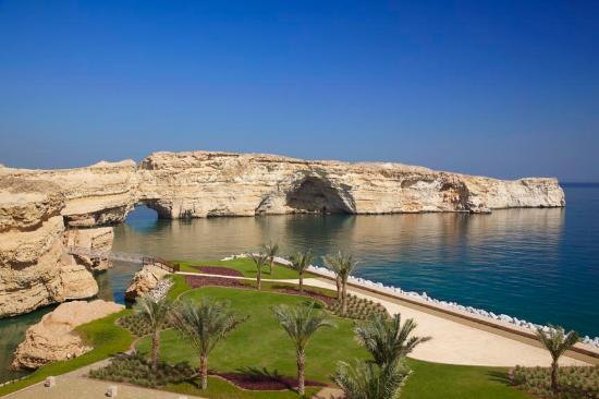 Shangri-La Al Husn Resort & Spa: Wider view of the beach