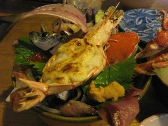 Saiki, Japón: 海鮮丼アップ