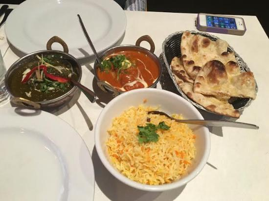 Middle Park, Australien: Lamb and spinach, Butter chicken, saffron rice, garlic naan