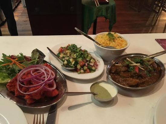 Middle Park, Australien: Chicken 65, Kuchumber salad, and Balti Lamb