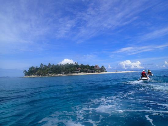 Denarau Island, Fiji: Approaching Beachcomber